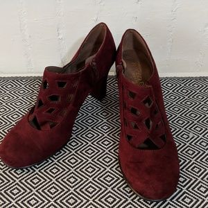 Brand New Aerosoles Suede Cut Out Booties Size 7.5